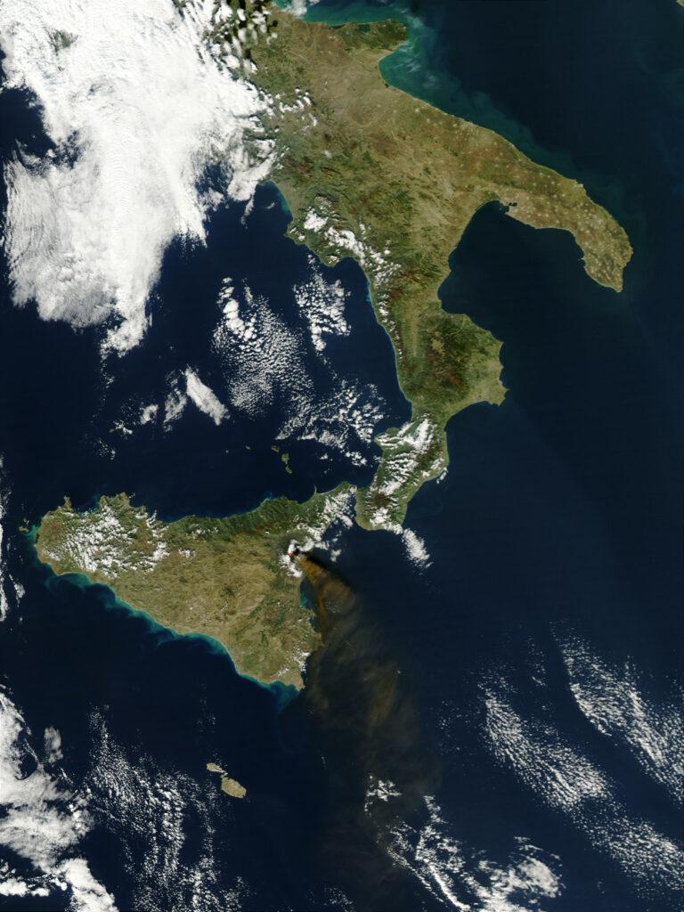 Eruption of Mount Etna - October 27, 2002